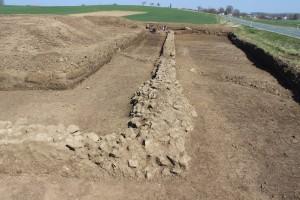 Gambach römische Mauer an der Straße