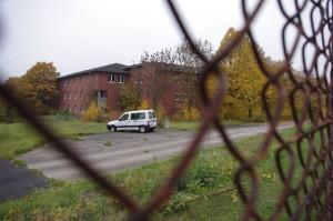 Der Dornröschenschlaf dieser vor zehn Jahren verlassenen Kasernengebäude ist vorbei. In wenigen Wochen nehmen sie bis zu 1000 Flüchtlinge auf. Foto Klaus Nissen