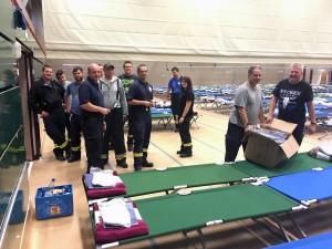 Einsatzkräfte von Feuerwehren und Hilfsdienste haben bei der Vorbereitung und beim Betrieb der Notunterkunft Großartiges geleistet