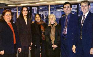 Der Ausländerbeirat im Jahr 2003. Damals feierte er sein 10-jähriges Jubiläum. Der neue Vorsitzende Sinan Sert war auch damals mit von der Partie (rechts). (Bild: Petra Ihm-Fahle)