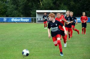 Landbote-Cup: Die jungen Spieler legen sich ins Zeug. (Bild: Petra Ihm-Fahle)