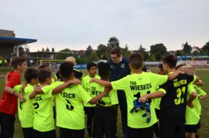 Landbote-Cup: Trainer Dennis Schmidt von der TSG Wieseck bestärkt seine Mannschaft. (Bild: Petra Ihm-Fahle)