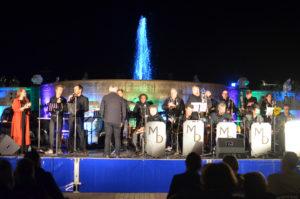 Die Marvin-Dorfler-Big-Band spielt bei der Quellendankfeier. (Foto: Petra Ihm-Fahle)