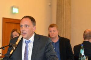 Der Sprudelhof bewegt die Bürger, hier Rathauschef Klaus Kreß. Hinter ihm der Fraktionsvorsitzender CDU, Manfred Jordis. (Bild: Petra Ihm-Fahle)