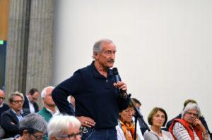 Die Bürger stellen Fragen zum Sprudelhof. (Bild: Petra Ihm-Fahle)