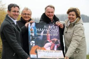 Eike See, Bernd Heinisch, Wolfgang und Elke Langsdorf (von links) freuen sich auf das Konzert mit Albert Hammond. (Bild: pv)