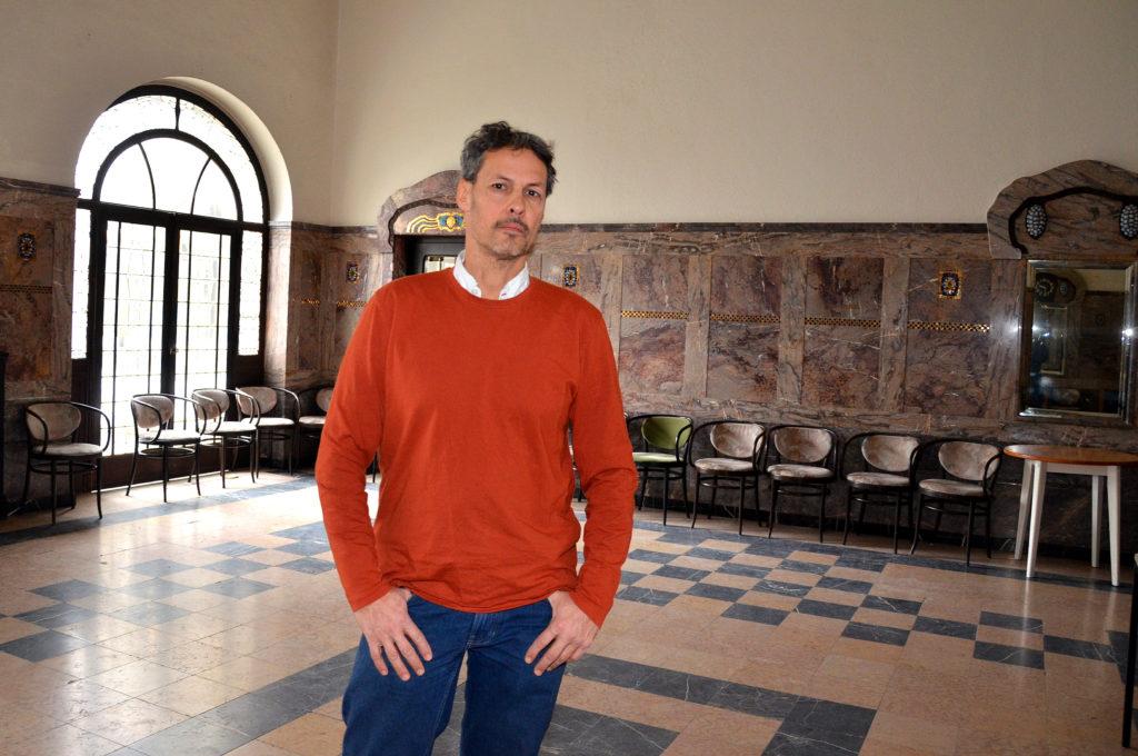 Mark John Leder ist sauer. Die Stiftung Sprudelhof will seinen Tango-Kurs beenden. (Foto: Petra Ihm-Fahle)