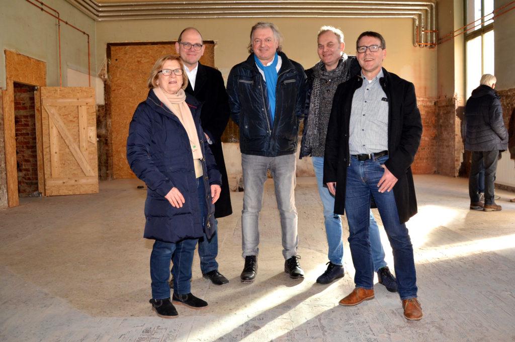 Plädieren für einen Kulturbahnhof (von links): Gudrun Roth, Markus Theis, Klaus Englert, Reiner Zinsinger und Markus Philippi.  (Bild: Petra Ihm-Fahle)