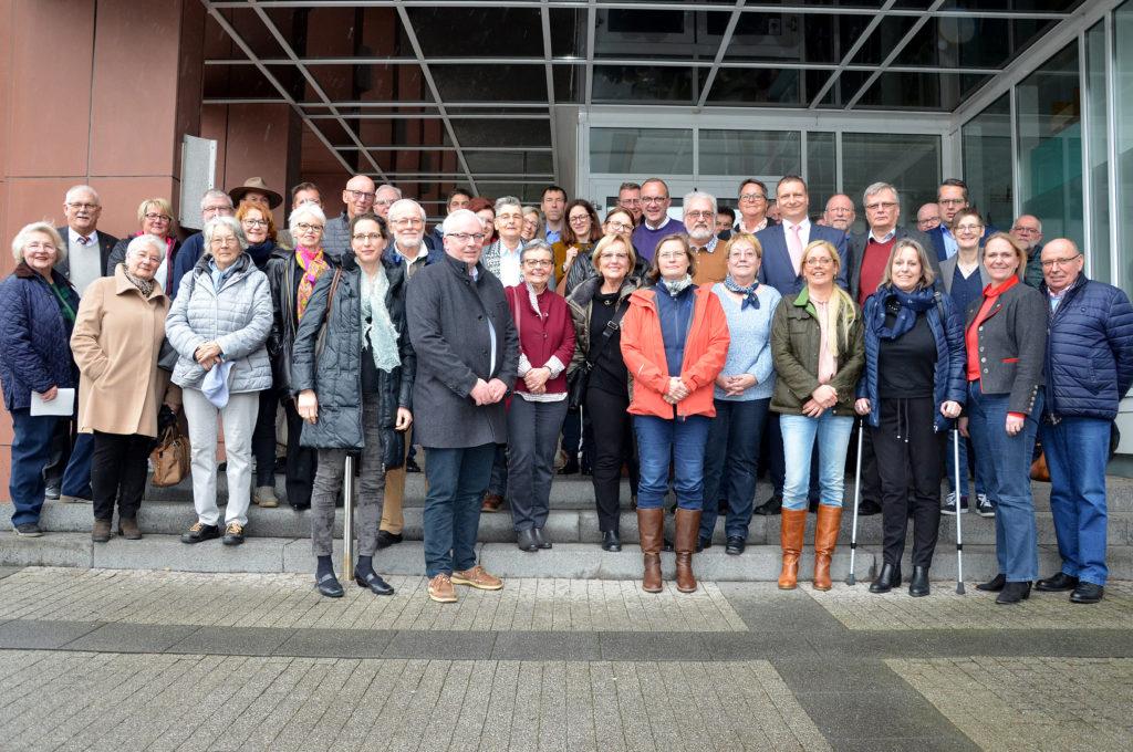 Sie stehen hinter dem Förderverein Hospiz und seinem Vorstand. Ort der Gründungsversammlung ist das Kreishaus in Friedberg. (Bild: Petra Ihm-Fahle)