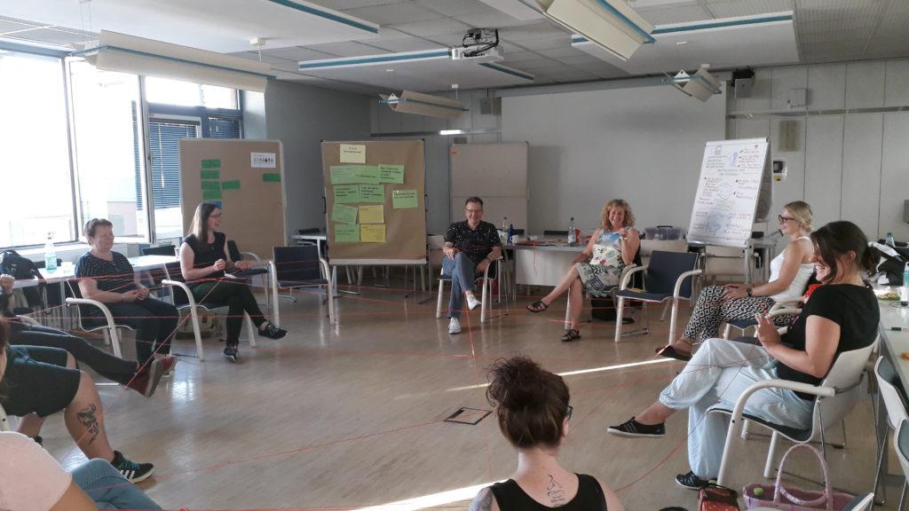 Eine Impression aus dem Seminar im vergangenen Jahr. Thema war die interkulturelle Vernetzungsarbeit. Diesmal geht es um Antidiskriminierung. (Bild: Wetteraukreis/pv)