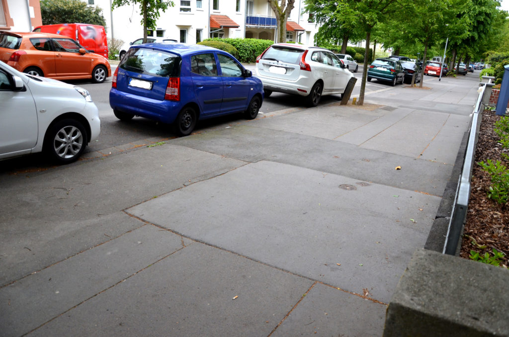 Nach Ansicht der CDU könnte Fläche besser genutzt werden. Hier ein Blick auf einen Bürgersteig in der Lindenstraße. (Bild: Petra Ihm-Fahle)