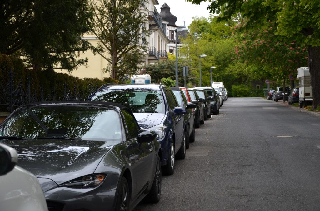 Erster Stadtrat Peter Krank soll ein Parkplatzkonzept vorlegen. (Bild: Petra Ihm-Fahle)