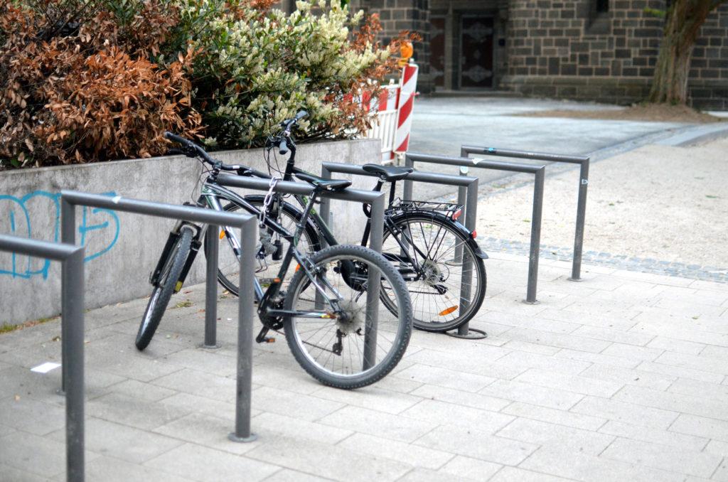 Infrastruktur für Fahrradfahrer besteht bereits in Bad Nauheim. Nach Ansicht des Stadtparlament ist sie aber verbesserungswürdig. (Bild: Petra Ihm-Fahle)