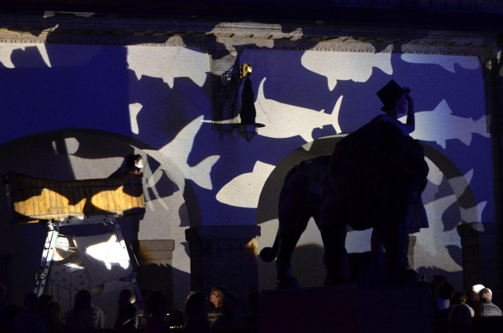 Festliche Beleuchtung beim Heilbad-Jubiläum, hier mit dem Theater Ani aus Berlin. (Bild: Petra Ihm-Fahle)