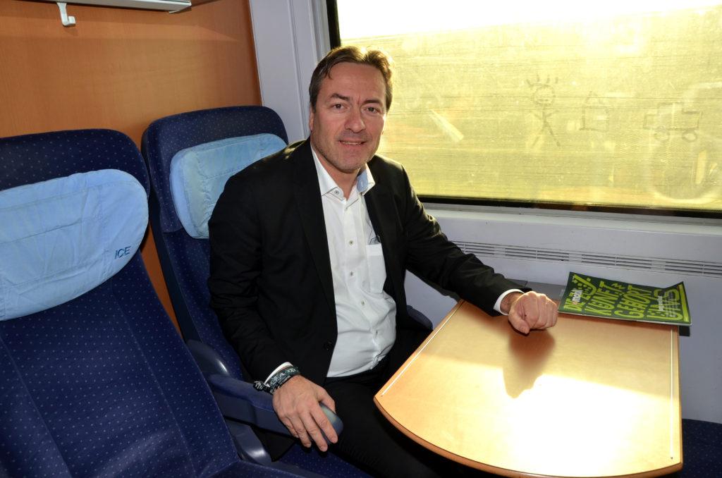 Peter Heidt  fliegt meistens nach Berlin, hier nimmt er den Zug. (Bild: Petra Ihm-Fahle)